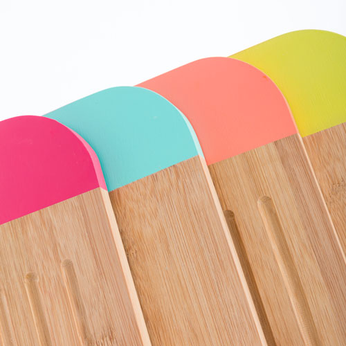 TAKETOKIO-BAMBOO-CHOPPING-BOARD-WITH-HANDLE-COLORS